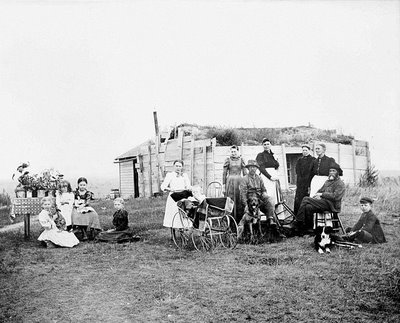homestead-of-ole-i-gjevre-and-family-cavalier-county-dakota-territory-1898